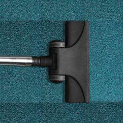 Staubsauger auf Teppich